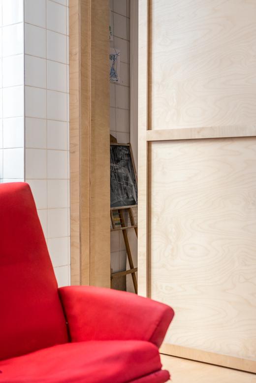Salon Canapé rouge Architecte d'intérieur Aurélie Rimbert Paris