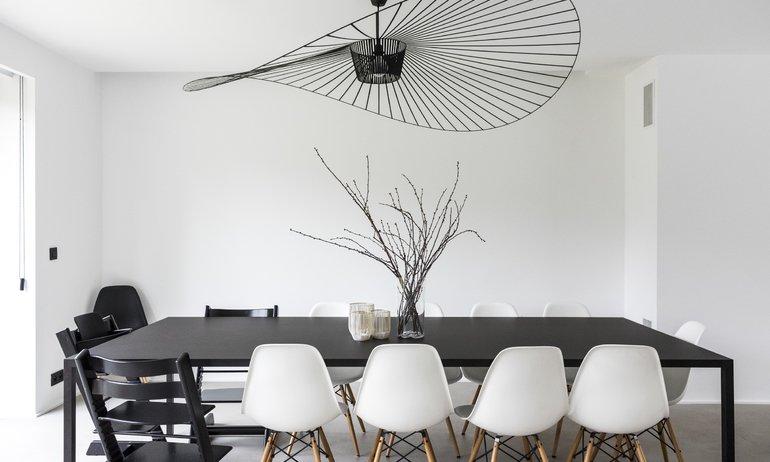 Salle à manger Chaises Eames Suspension Vertigo Stokke Maison Cristina Balducci Belgique