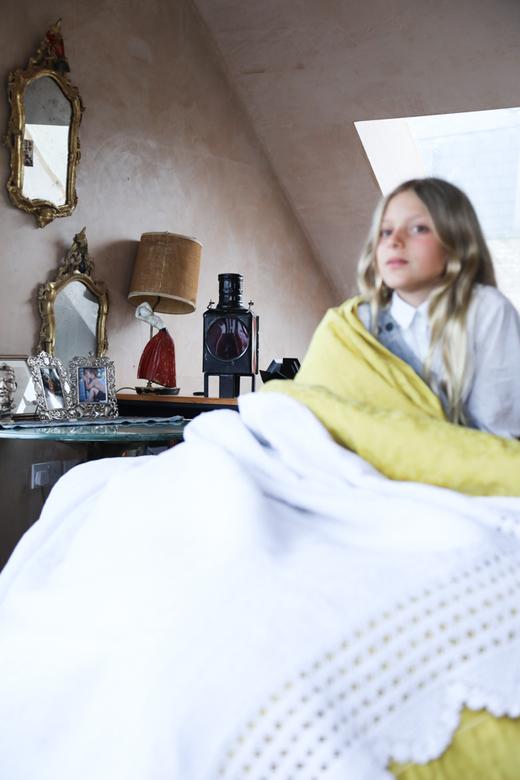 Portrait Fille Chambre Appartement Londres Carolina Mazzolari et Conrad Shawcross