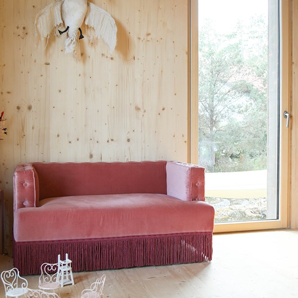 canap nonna en velours rose the socialite family. Black Bedroom Furniture Sets. Home Design Ideas