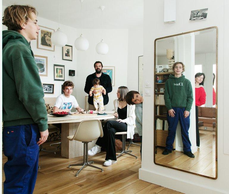 Delphine Plisson et Vincent, <br> Lilas-Jeanne 19, Martin 17, <br> Gaston 15, Keïzo 10 ans <br> et Françoise 18 mois