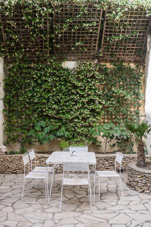 Galeriste Marchande des 4 saisons Anne Carpentier Jardin Maison hôtes Vaste Horizon Arles