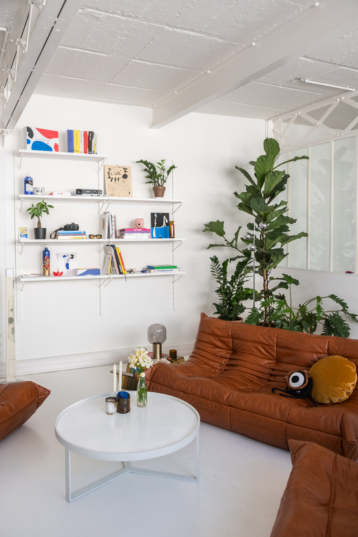 Studio de création Appartement Portrait Elsa Muse Elsa Snakers Paris