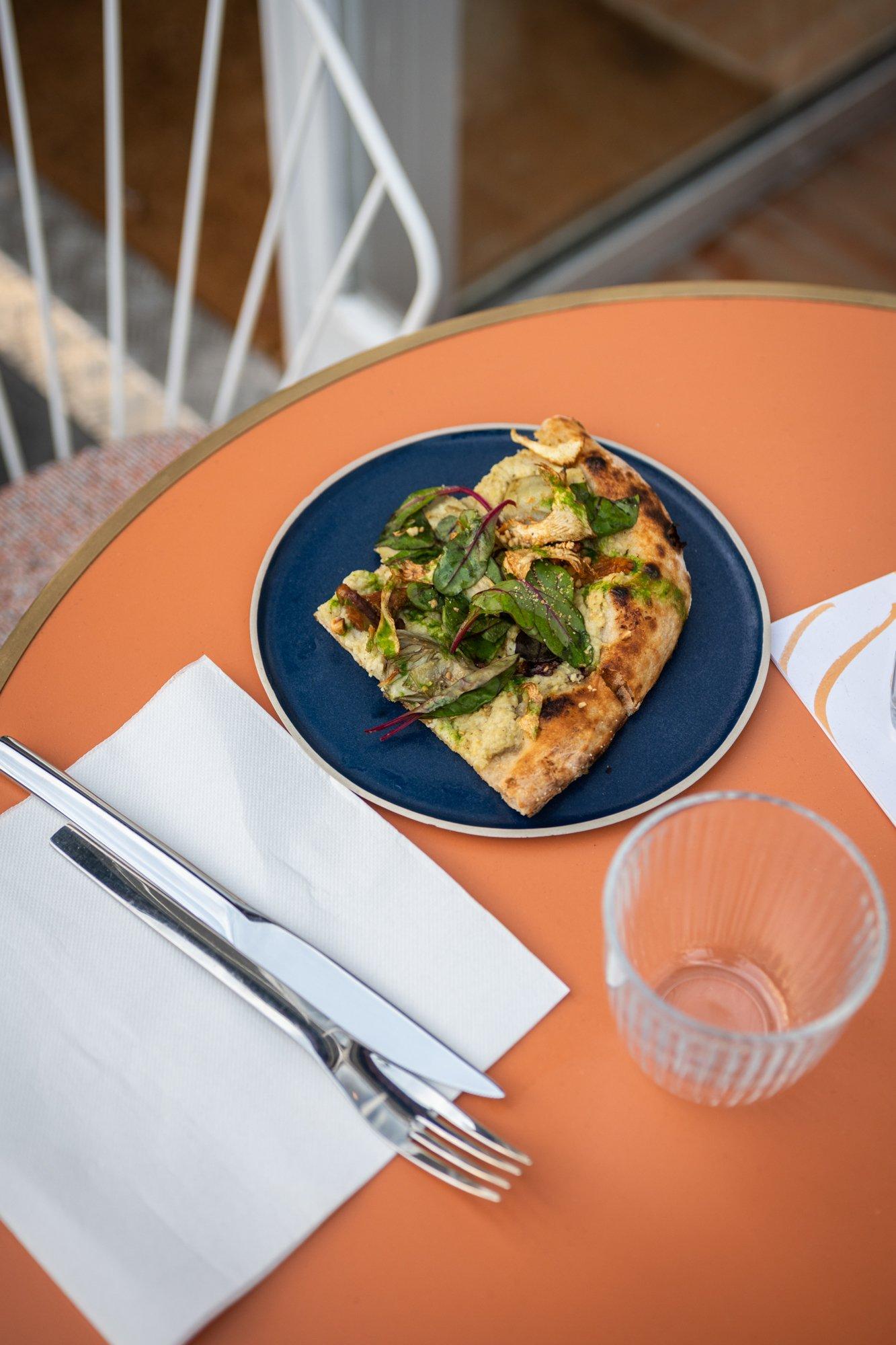 Plat Pizza La Riviera Restaurant Paris Friedmann & Versace