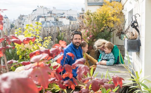 Portrait Famille Terrasse Appartement Paris Zoé de Las Cases et Benjamin Dewé