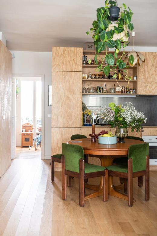Cuisine bois Noemi Ferst et Benjamin Moreau cofondateurs Radiooooo Paris