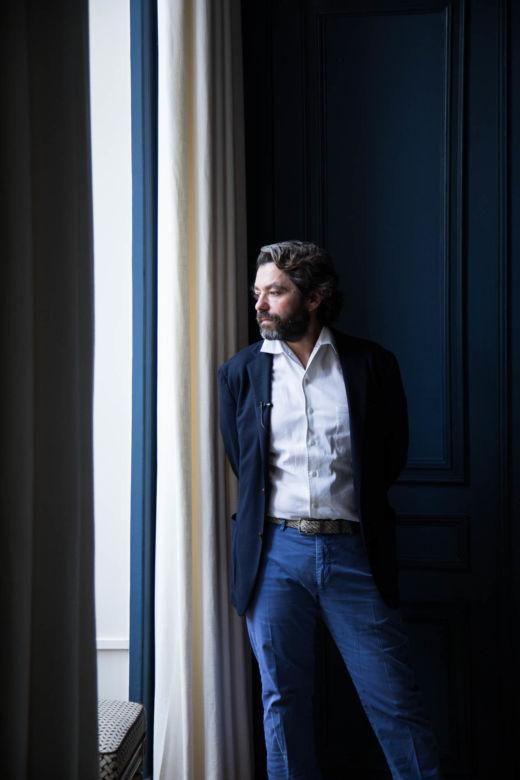 Salon Appartement Paris Propriétaire Casa Lopez Portrait Pierre Sauvage