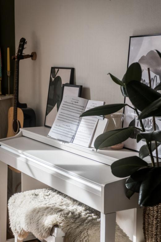 Salon Piano blanc Laureen et Ridouane Habbani