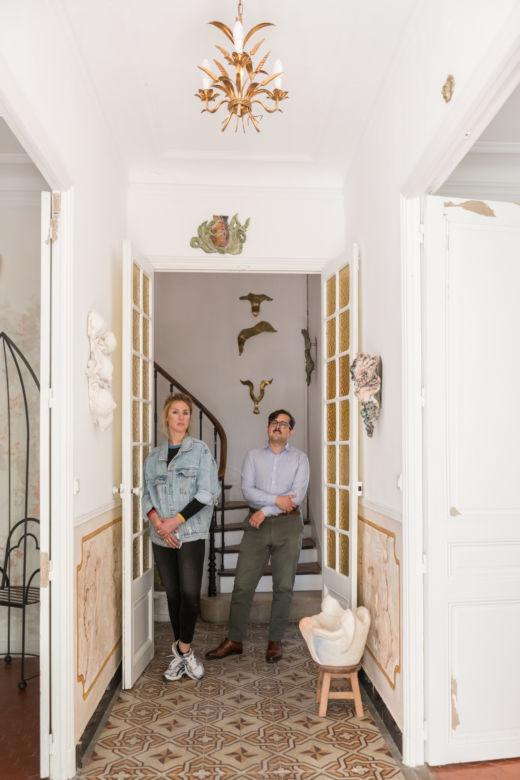Emmanuelle et Elie dans le couloir du Pavillon Southway à Marseille