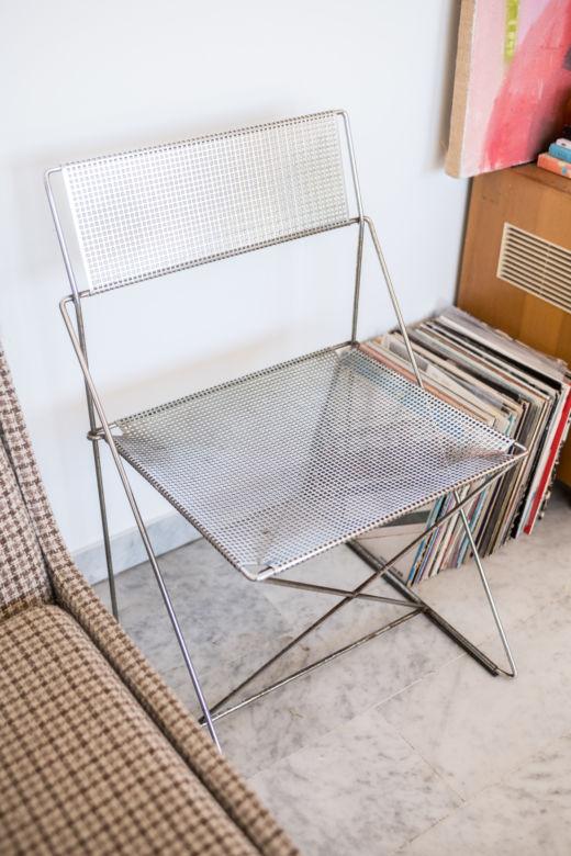 Chaise design métallique chez  Sarah Espeute et Lucas Marin-Matholaz à Marseille