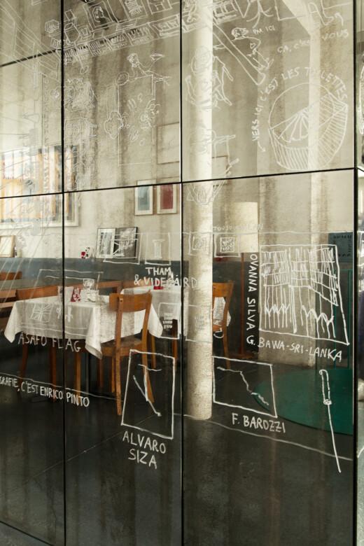 Murs en miroir dans le restaurant Pianoterra à Paris