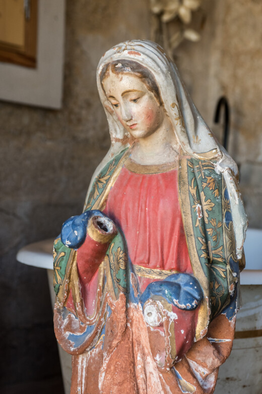 Statuette vierge chinée chez Jogging Samena à Marseille